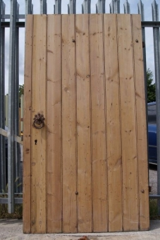 Ledge and brace door lock